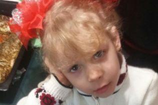 Незрячие супруги просит помочь собрать средства на спасение слуха своей доченьке Веронике