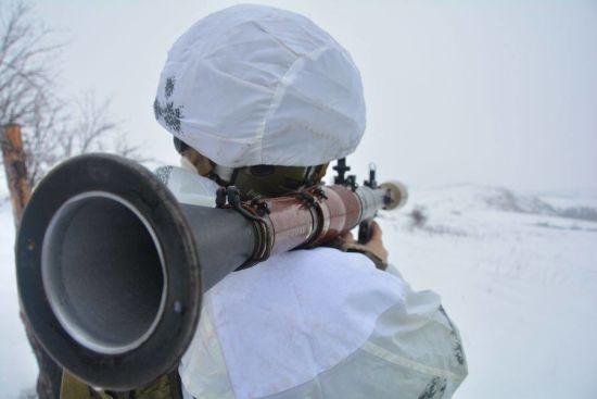 На Донбасі загинув військовий, ще троє - поранені