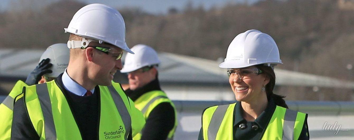 Ходит в каске и улыбается: беременная герцогиня Кембриджская  на строительстве моста