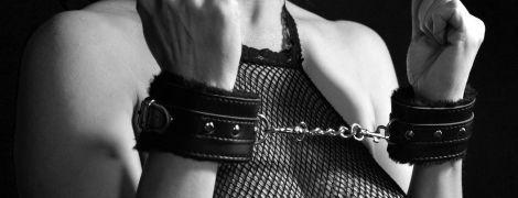 На Київщині інтернет-коханець під час сексуальних ігор зв'язав та пограбував свою партнерку