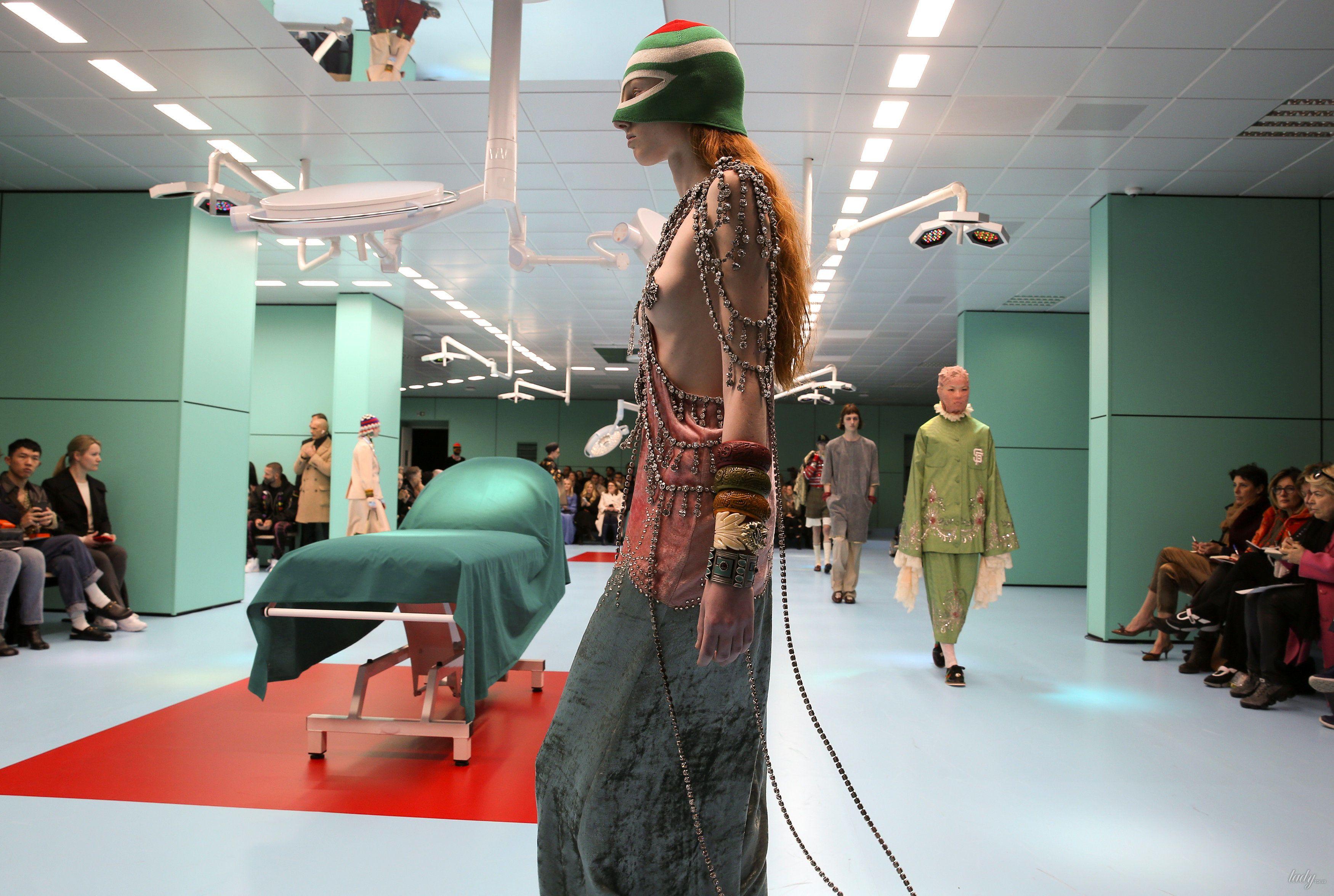 Показ коллекции бренда Gucci в Милане_20