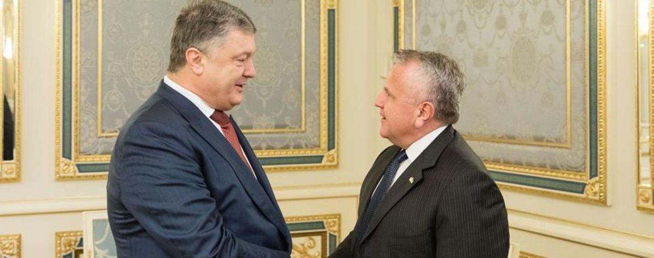 Порошенко обговорив із заступником Тіллерсона миротворців на Донбасі і санкції проти РФ