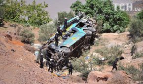 В обрыв упал автобус – погибли 44 человека