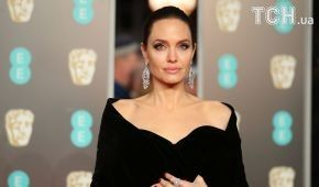 """Джолі назвала Еністон """"слабохарактерною"""" через розлучення з Теру – інсайдер"""