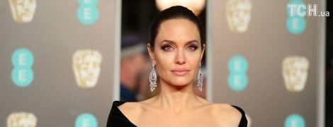 """Джоли назвала Энистон """"слабохарактерной"""" из-за развода с Теру – инсайдер"""