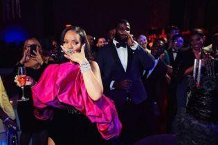 Рианна в чудаковатом наряде отпраздновала юбилей с возлюбленным-миллиардером, Тони Брэкстон и Ди Каприо