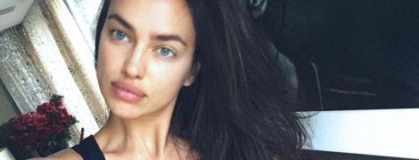 Секси-мамочка: Ирина Шейк похвасталась красивой грудью в купальнике