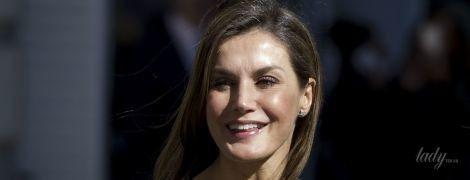 В кожаном жакете с шипами: королева Летиция приехала на деловую встречу в смелом образе