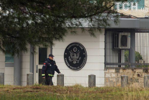 В Черногории неизвестный бросил гранату в посольство США и взорвал себя
