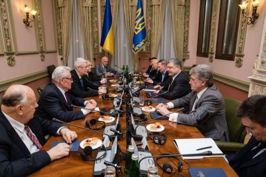 Російська загроза. Про що Порошенко говорив з екс-лідерами країн Балтійсько-Чорноморського регіону