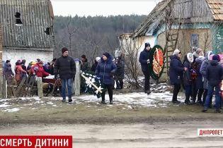 На Днепропетровщине повесился 14-летний мальчик из многодетной семьи алкоголиков