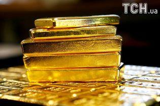 У Росії літак не зміг вилетіти через золоті зливки, які пробили його дно