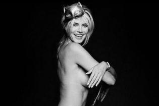 Обнаженная на стуле: Хайди Клум поделилась с поклонниками откровенными кадрами