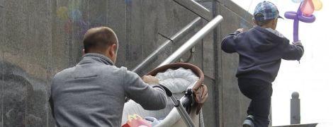 Закон у дії. Десятки тисяч боржників аліментів не випускають за кордон та забрали водійські права