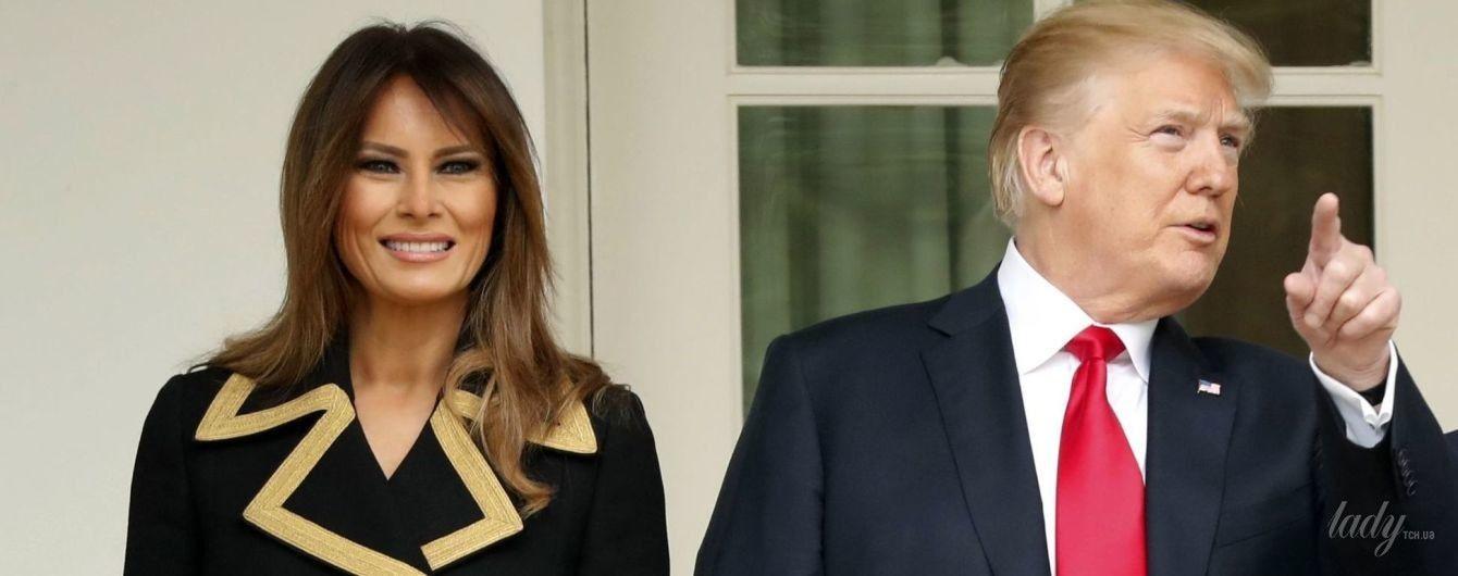 В пальто Dolce & Gabbana и золотых туфля-лодочках: Мелания Трамп продемонстрировала новый стильный образ