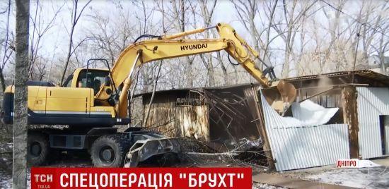 У Дніпрі комунальники масово нищать пункти приймання металобрухту