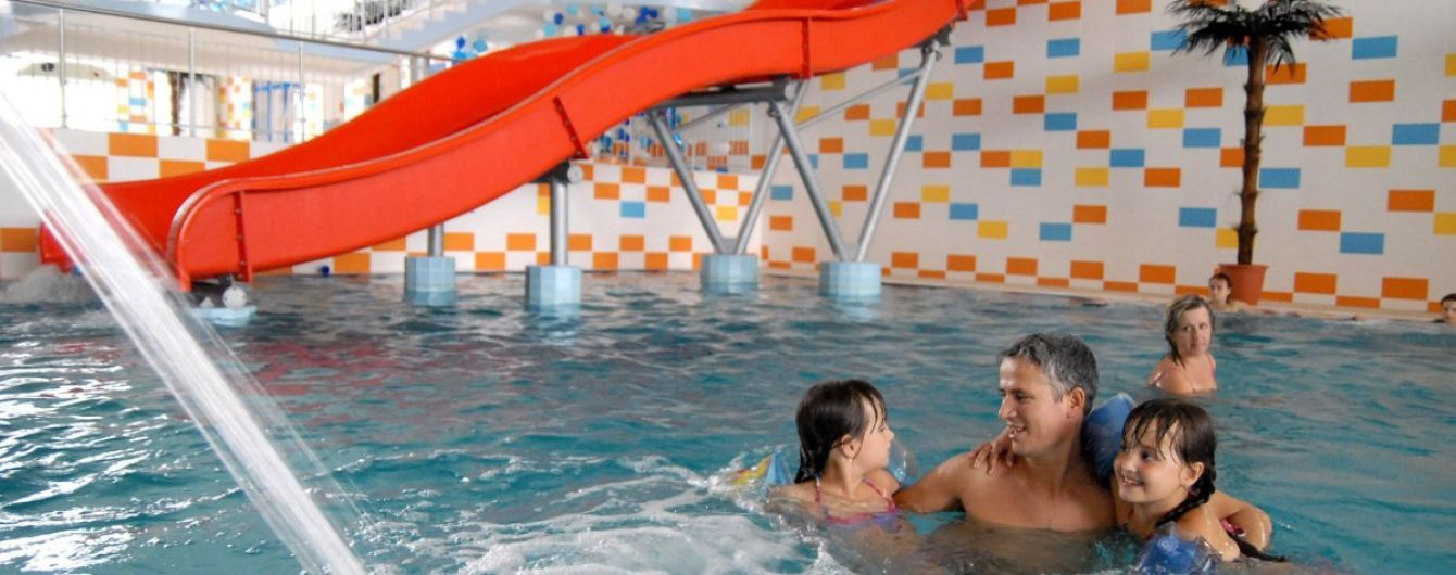 В киевском аквапарке часть крыши упала на ребенка - СМИ