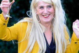 В Британии таксистка-трансгендер выиграла в лотерее четыре миллиона и сделала пластическую операцию