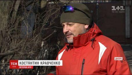 Ветеран АТО, якого Марина Меншикова вдарила молотком, висунув версії самогубства жінки