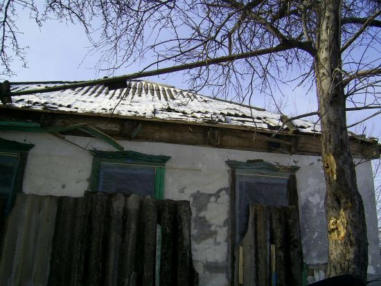 На Луганщині в хату влучив снаряд