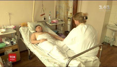 На Одещині двоє поліцейських напали на сорокарічного чоловіка й відбили йому нирку