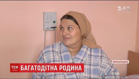 На Николаевщине многодетная мама родила тройню