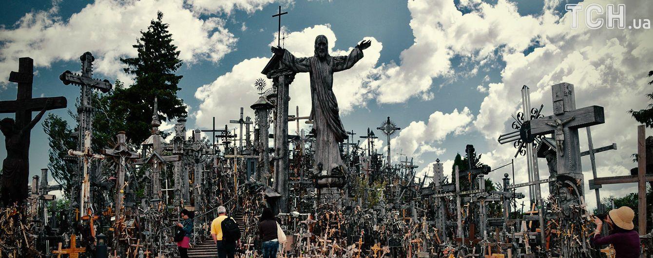 Язичницька спадщина чи протест проти політики СРСР: як з'явилась страхітлива Гора Хрестів у Литві