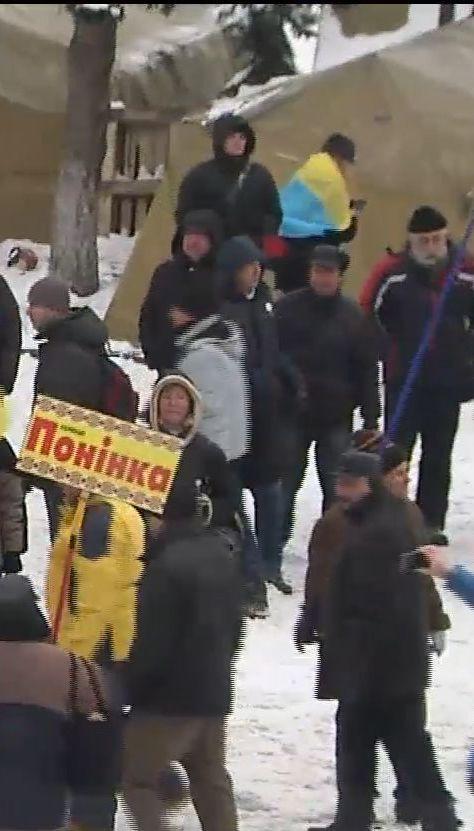 Под ВР между полицейскими и митингующими произошла стычка