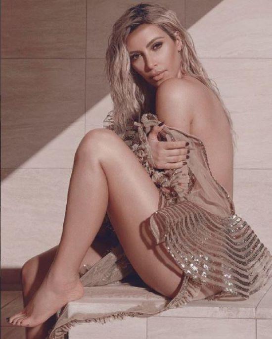 Витончена Кім Кардашян прикрасила собою обкладинку Vogue