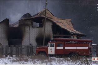 На Житомирщині згоріла хата з трьома дітьми, які намагалися розтопити пічку