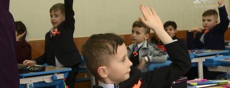 Жереб і торгівля пропискою: в Україні почали діяти нові правила набору першачків до школи