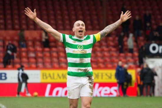 Шотландський футболіст розсмішив публіку, кумедно відреагувавши на небезпечні підкати з боку суперника