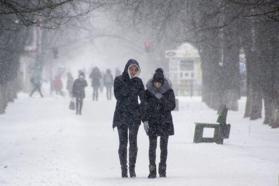 До України припхався останній арктичний циклон зі снігами та дощами. Прогноз погоди на 20 березня