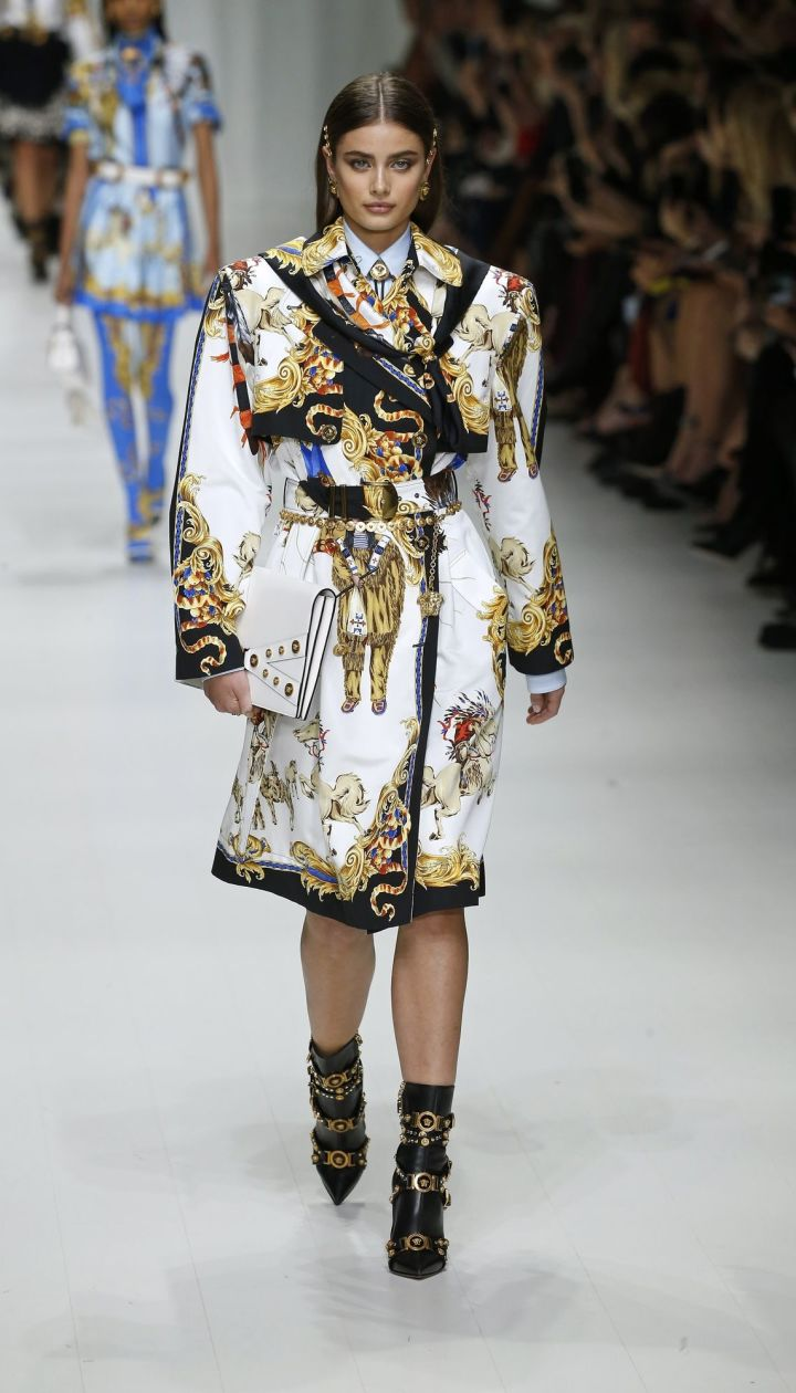 Коллекция Versace прет-а-порте сезона весна-лето 2018 @ East News
