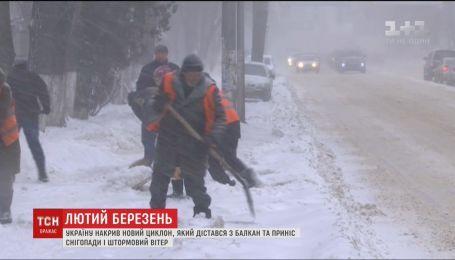 Лютый март. Почти 200 населенных пунктов остались без света из-за метели