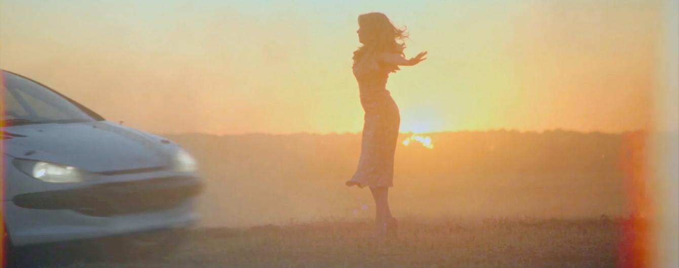 Тайная любовь и автогонки на большой скорости: женственная Тина Кароль выпустила новый клип