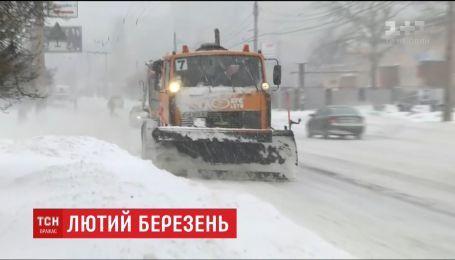 Украина страдает от крупнейшего снегопада в сезоне