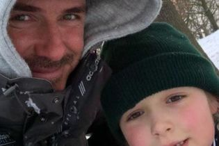 Снегопад в Лондоне: Дэвид Бекхэм с детьми покатался на санках