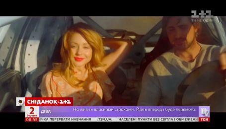 Тина Кароль выпустила новый клип, где показала езду на большой скорости