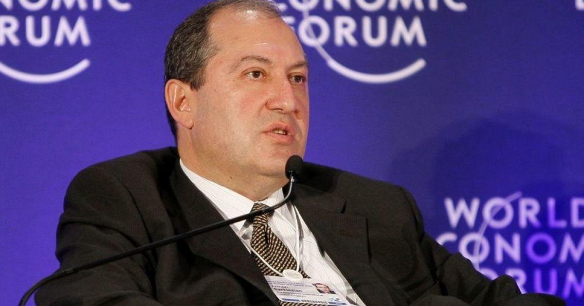 Масові акції протесту у Вірменії є наслідком накопичення за багато років  низки проблем. Про це заявив президент країни Армен Саркісян в інтерв ю BBC  News . e1920684d2d0e