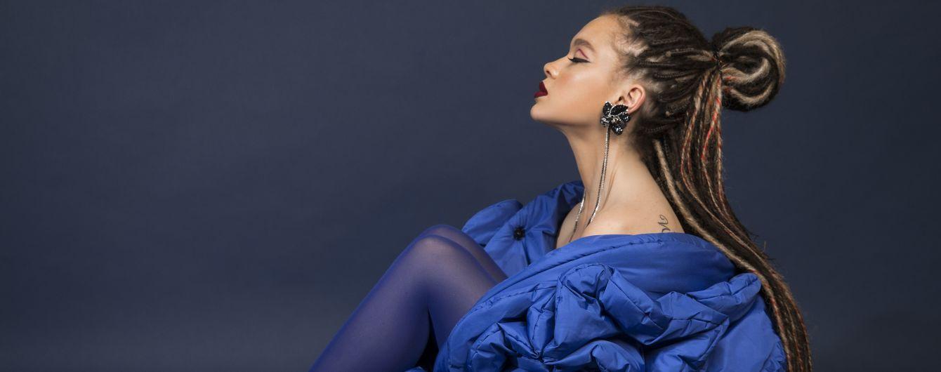 Эффектная Яремчук с дредами и в куртке-одеяле выпустила трек о силе женских чар