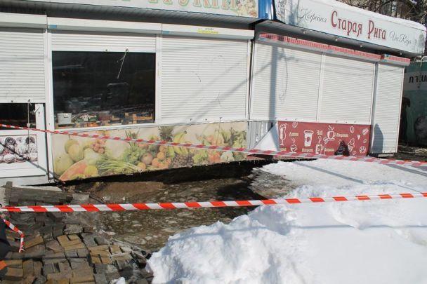 У Києві одну з вулиць затопило через прорив води