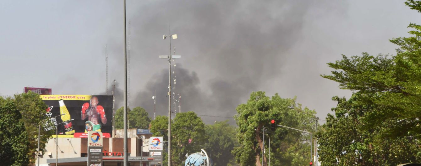 В Буркина-Фасо террористы напали на посольство Франции