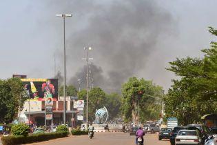У Буркіна-Фасо терористи напали на посольство Франції