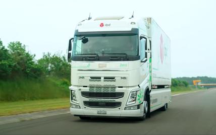 Знадобилося 23 години: електрична вантажівка встановила світовий рекорд, проїхавши на одному заряді 1 099 км
