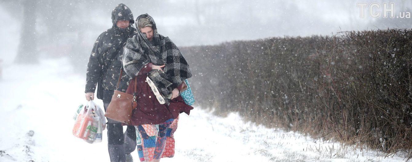 Киев снова заметет снегом. Как уберечься от травм во время гололеда