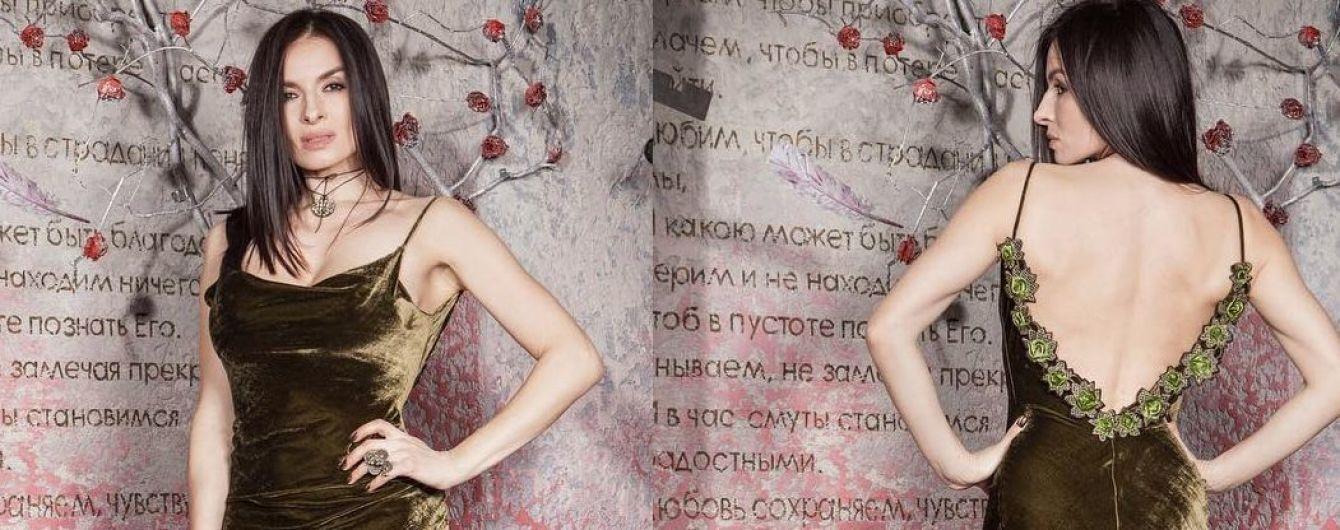 В платье с обнаженной спиной: Надя Мейхер предстала перед поклонниками в красивом наряде