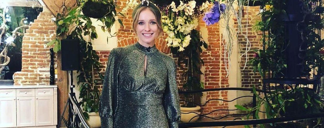 В блестящем платье и лаковых туфлях: Катя Осадчая блистает в новом образе