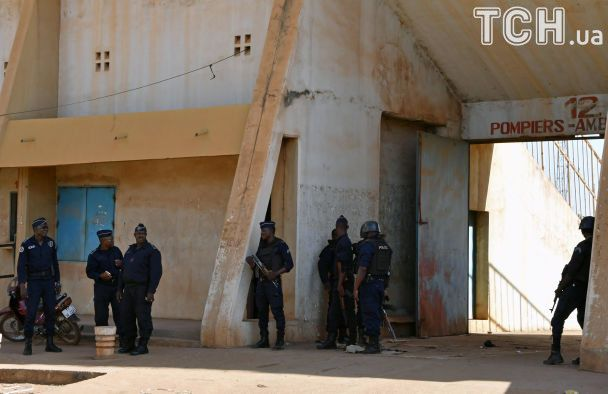 Напад на французьке посольство та штаб-квартиру армії у Буркіна-Фасо: десятки загиблих і поранених
