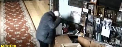 Охранник поймал студентку hd